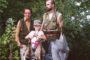 Rodzina Węgiełków. Wnuk Jędruś trzyma sześć kaczek strzelonych przez ojca