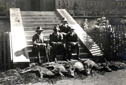 Na rogaczach w Śrubicie. Od lewej Hieronim Radziwiłł, Karol Olbracht, Olgierd Czartoryski i Leon Habsburg